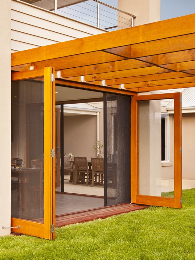 Screen doors melbourne retractable fly screens and doors for Retractable insect screen door